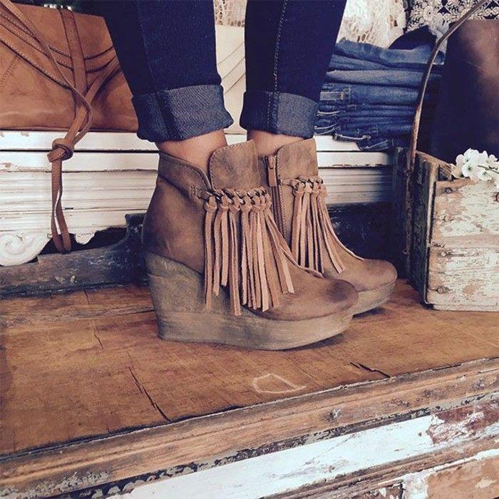 chaussures compensées, bottes vintage en velours