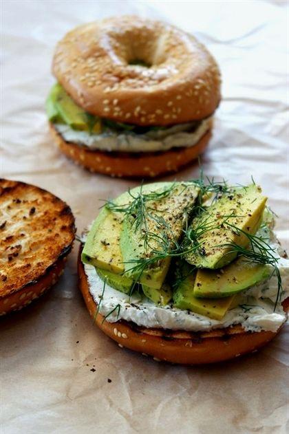 Gerösteter Bagel mit Dill-Frischkäse und Avocado #AvocadoToast   – Recipes