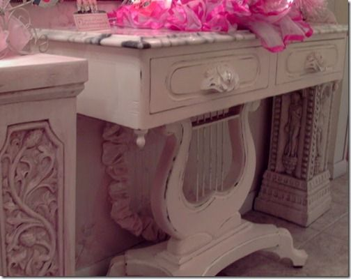 Creamy Harp Table @ Pennys Treasures