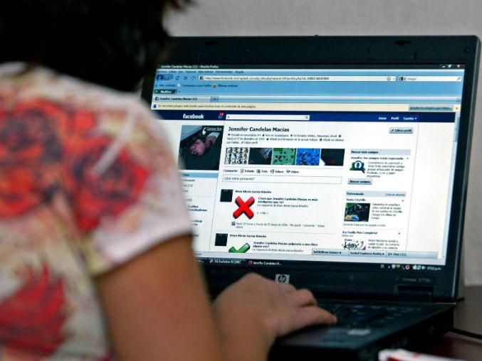 Organizaciones demandan que dichos portales no suprimen contenidos ilícitos http://www.informador.com.mx/tecnologia/2016/661355/6/denunciaran-en-francia-a-twitter-youtube-y-facebook.htm