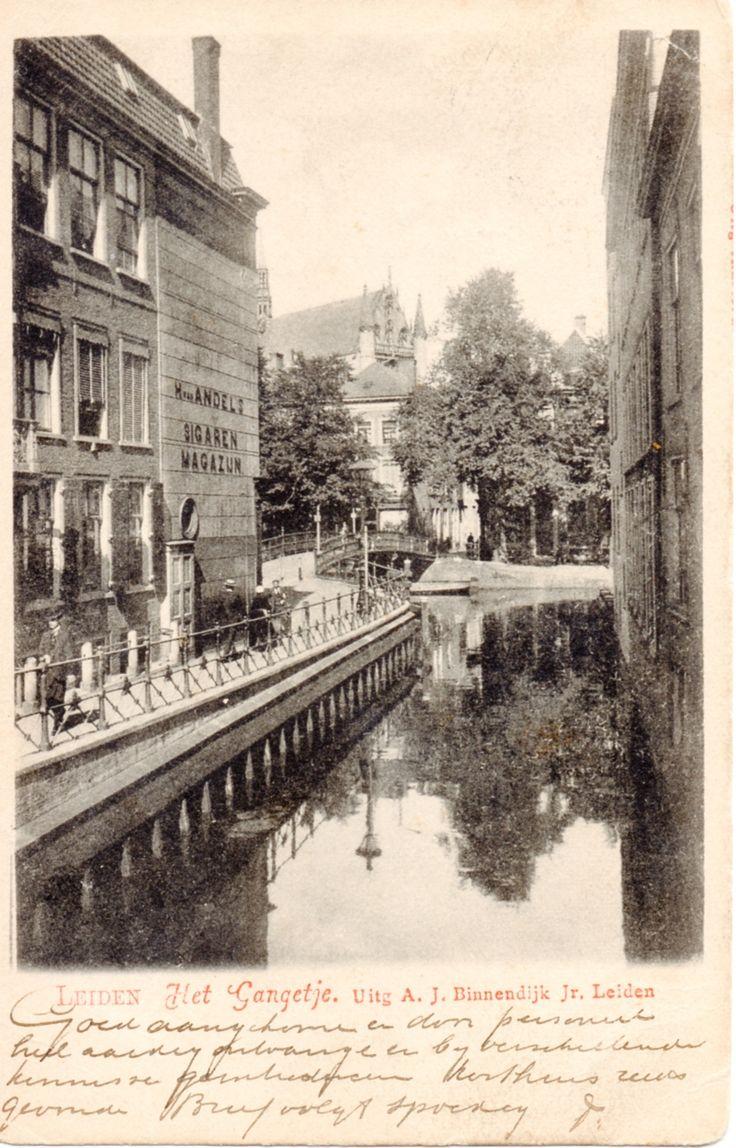 Het Gangetje nog niet overkluisd, in 1900.