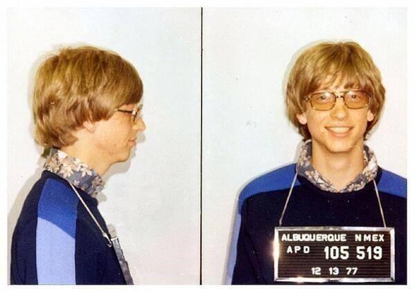 Bill Gates, um dos homens mais ricos do mundo, preso por dirigir sem cateira de habilitação, em 1977