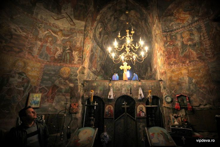 Biserica veche din Gurasada şi picturile ei ciudate | VI.P.DEVA
