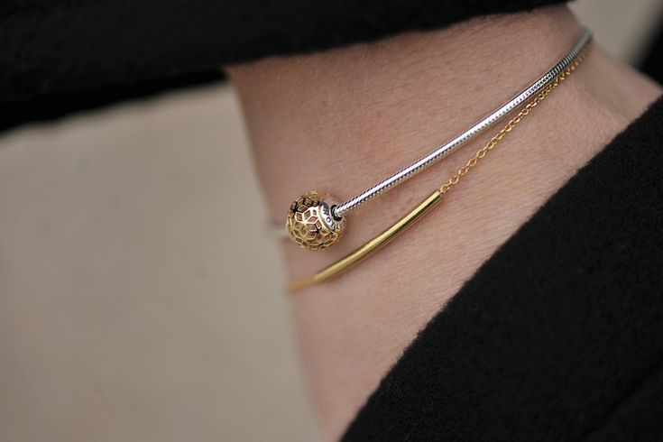 Minimalist MOU bracelet in gold plated silver.