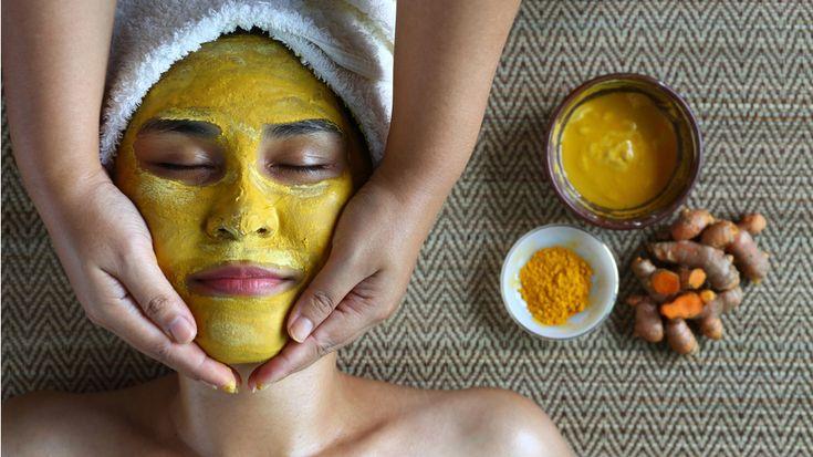Exită o mască pentru ten care te scapă de riduri, acnee, cearcăne, dar și rozacee. Aceasta îmbunătățește funcţia glandelor sebacee.
