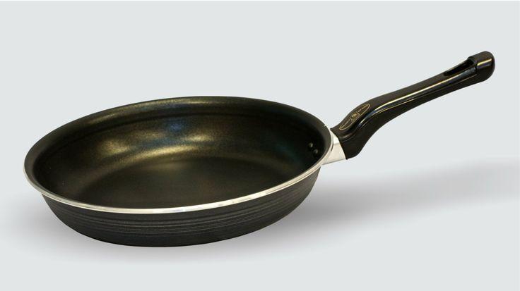 Heb je een #pan die aangebakken is? Zet hem even op het #vuur met wat water en soda. Even laten koken en dan zacht los laten weken #tip Voor meer tips zie: www.hulpstudent.nl