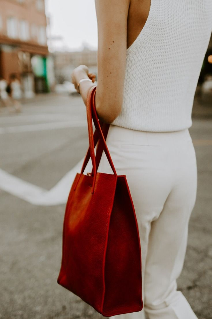 Photo of Simple Mag Tote, Cherry