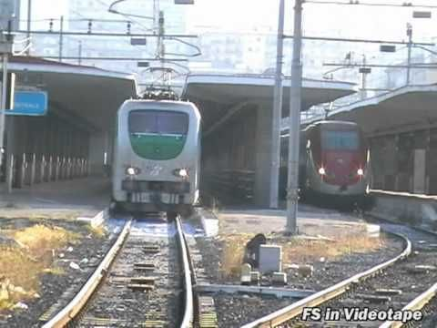 La E.402147 in partenza da Napoli con il suo treno Intercity