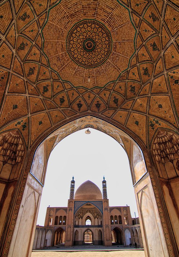 Agha Bozorg Mosque, Kashan http://www.irantravelingcenter.com/ten-amazing-mosques-in-iran/
