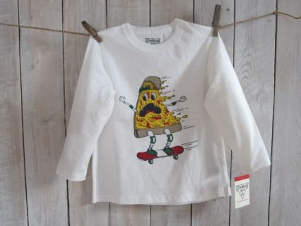 "NEW with tag! Look who is skateboarding in this fun  white OSHKOSH high quality longsleeve tee. Size 4 Measurements : width 35 cm, length 44 cm, sleeve length 34 cm Suitable for boy weight 33-36 lbs and height 39.5-42"" Code B003"