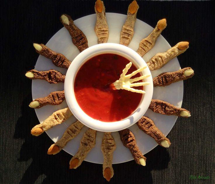 halloweeni sütésmentes boszi ujjak (gluténmentes, laktózmentes, tojásmentes, hozzáadott cukormentes, mindenmentes, nyers, vegán) / Recept / datolya, darált mandula, chia mag, citrom, kókuszolaj, karob por, egész mandula