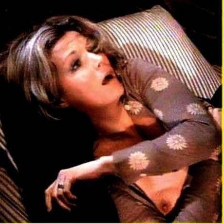 miley cyrus eyebrows: 10 Rare Nudes #9 (Kim Novak, Jessica Alba, Liz Taylor...)