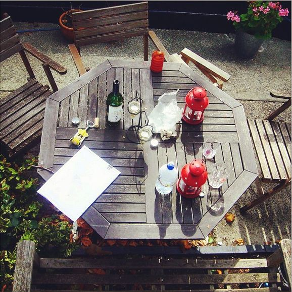 Eating together on the terrace - happiness - (Discover Sojasun Italian Facebook, Pinterest and Instagram Pages!)