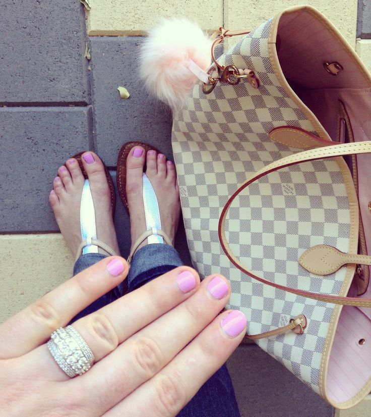 Love this ring, sandals and Louis bag with the pink puff:)