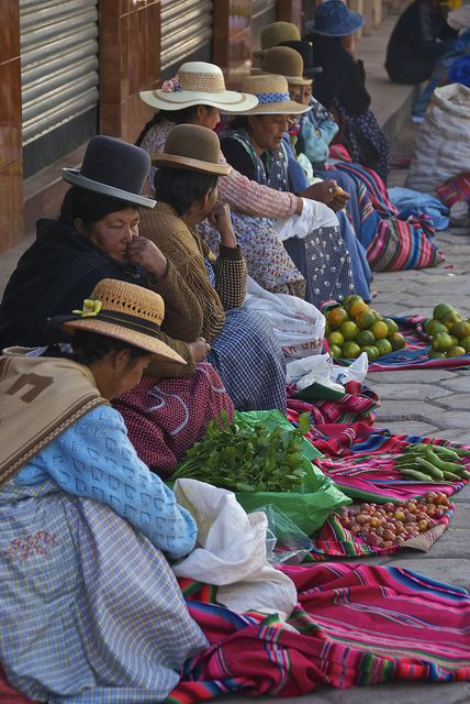 unboliviable: Las mujeres aymaras en un mercado en Bolivia.