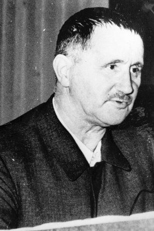 brecht s work is best understood brecht's work is best understood in its context: his methods cannot be successfully applied today discuss bertolt brecht has become universally known as one of the founding fathers of the epic theatre conventions.