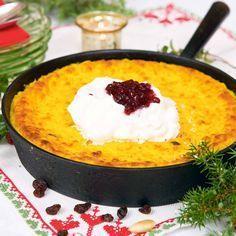 Risgrynsgröt är grunden för denna lätta och goda saffranskaka. Efter ett stort risgrynsgrötkok blir det toppen att göra denna gotländska favoriträtt.