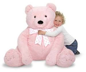 Melissa&Doug, Gros Ourson rose Jumbo Teddy Bear Pink, 2+ans, 89.99$. Disponible dans la boutique St-Sauveur (Laurentides) Boîte à Surprises, ou en ligne sur www.laboiteasurprises.ca... sur notre catalogue de jouets en ligne, Livraison possible dans tout le Québec($) 450-240-0007 info@laboiteasurprisesdenicolas.ca