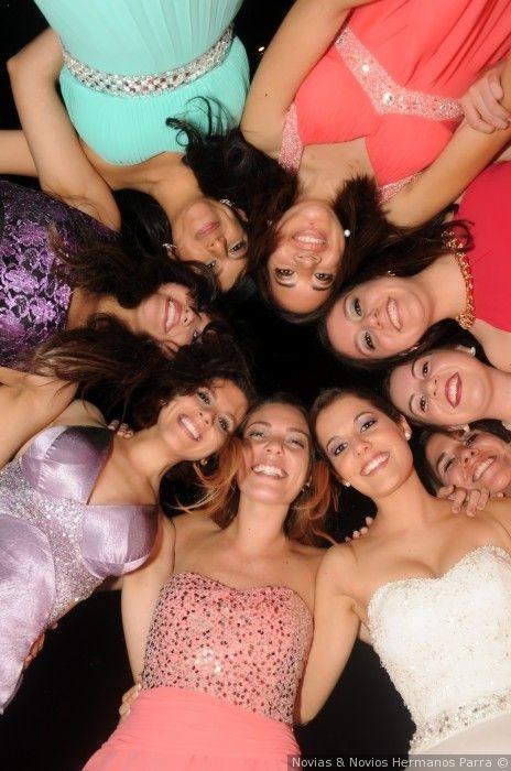 Estar acompañada por tus damas de honor el día de la boda no tiene precio #damasdehonor #amigas #familia #novia #amor #boda #matrimonio #celebracion #bridesmaids #friends #family #bride #love #wedding #celebration