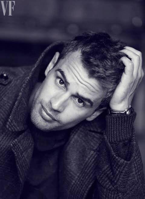 Theo James no puedo con el!