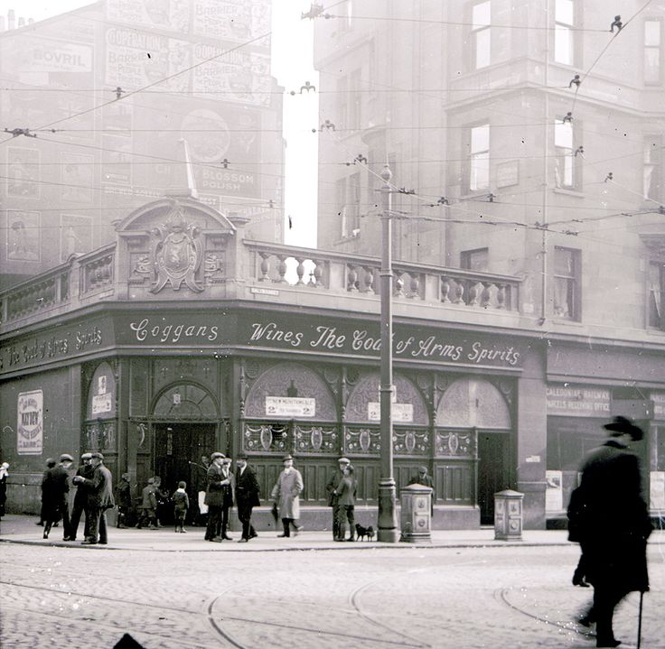 Coggans' Bar in the Saltmarket, during the First World War. Drinking was central to working class relaxation, particularly for men. In 1853 there were 2,053 public houses (one for every 170 inhabitants, regardless of age), but 1,261 (one for every 622) by 1912.