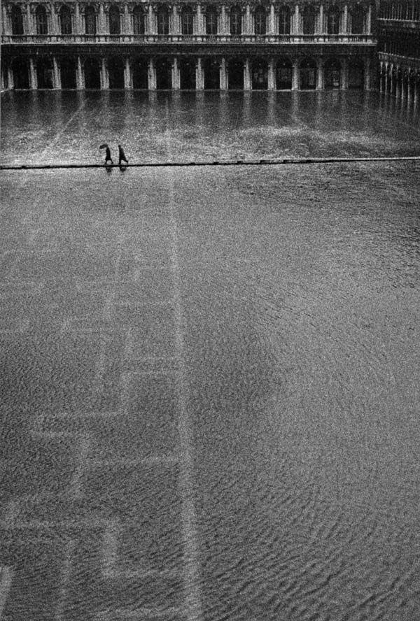 Photo by Gianni Berengo Gardin, Acqua alta a San Marco, Venezia, 1960.