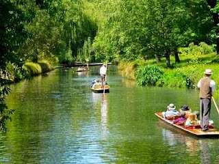 Punting on the Avon, Christchurch, New Zealand