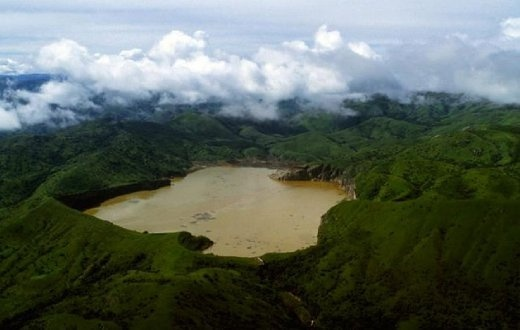 Lake Nyosis acrater lakein theNorthwest RegionofCameroon. A naturaldamofvolcanic rockcontains the lake waters and a pocket ofmagmalies beneath the lake and leakscarbon dioxide into the water, changing it intocarbonic acid.