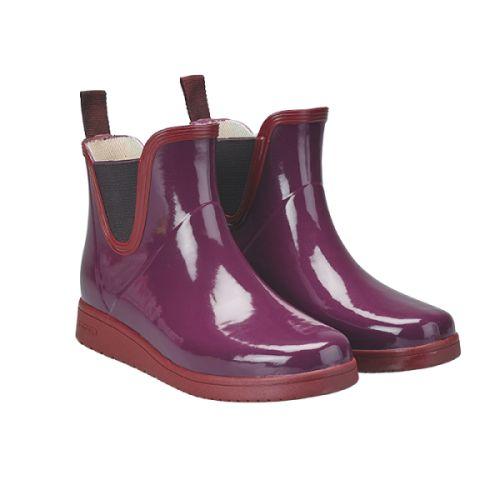 Fikenrøde glossy gummistøvler . Lav modell. Med sin klassiske design og…