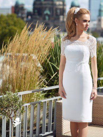 ORTENSIA | Bianco Evento - Brautaccessoires - bridal accessories - Schleier - Reifrock - Brautjacken - Das Jäckchen über dem Kleemeier Fleur in weiß... Favorit! :-)
