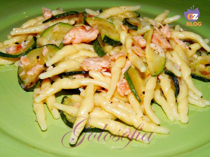 Trofie con salmone e zucchine-ricetta primi piatti di pesce-golosofia