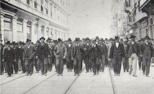 Trieste: corteo del primo maggio 1902, successivo al cruento sciopero generale del febbraio.