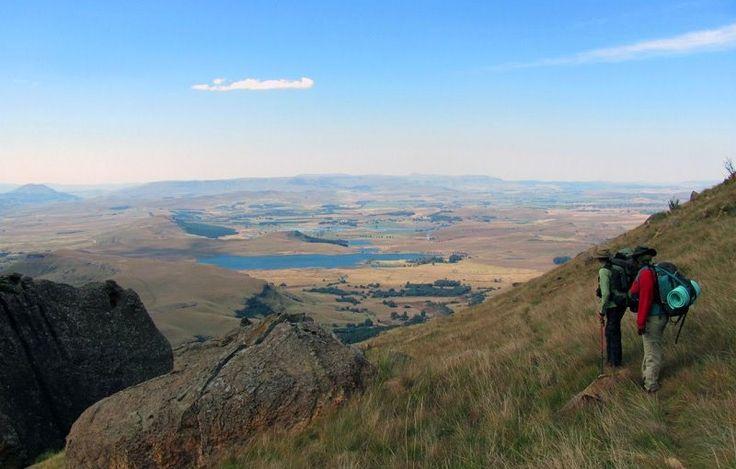 南アフリカ レソト ドラケンスバーグ山脈は標高3,482mの南アフリカで最も高い山で世界遺産の一つ