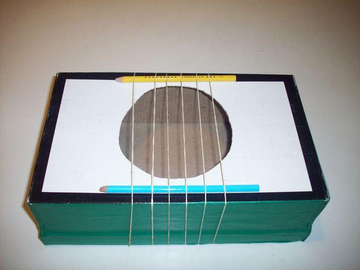 CORDÓFONO   instrumentos  Materiales:  - 1 caja de zapatos  - 6 banditas elásticas  - dos varas de madera (o lápices)  - cinta de embalar  - cúter