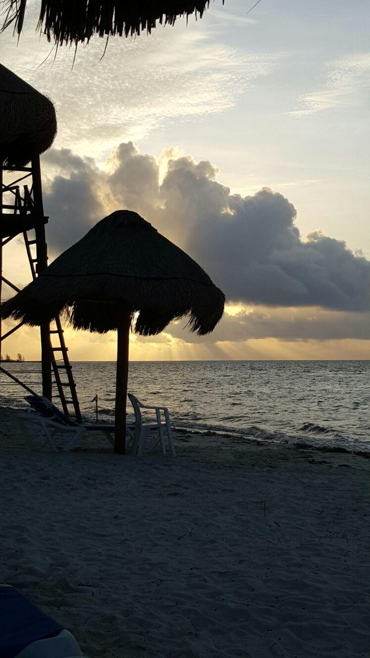 Vista del amanecer desde el hotel Bluebay Gran Esmeralda.
