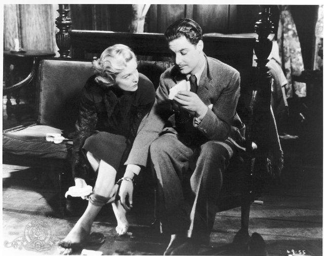 Madeleine Carroll & Robert Donat in The 39 Steps (1935)