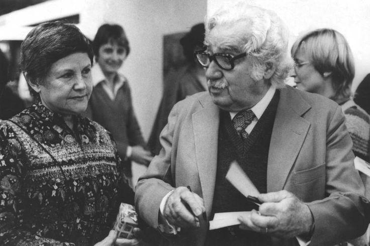 Os escritores Jorge Amado eZélia Gattaina Bienalde Literatura em São Paulo, 07/8/1982 | Joveci de Freitas/ Estadão