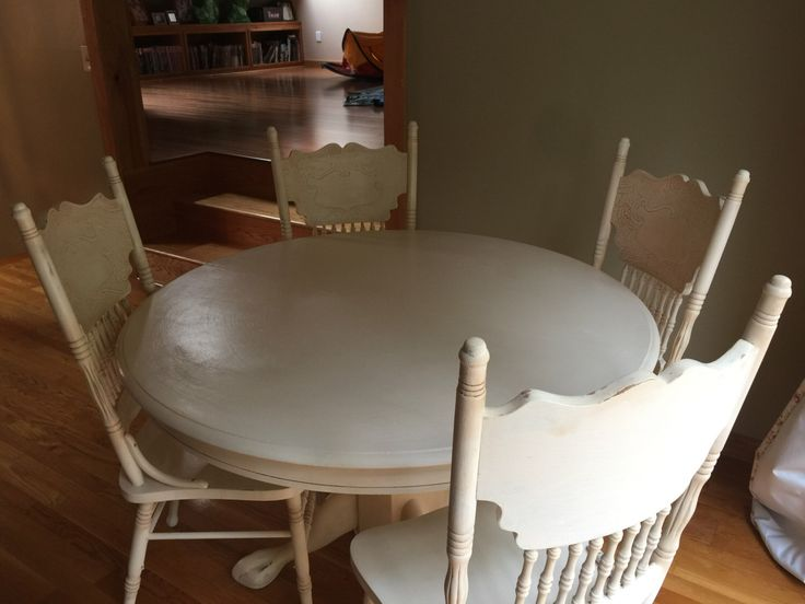 Vintage Dining Table with Chairs. Leaf Included. by ThermalCurtains on Etsy https://www.etsy.com/listing/492586687/vintage-dining-table-with-chairs-leaf