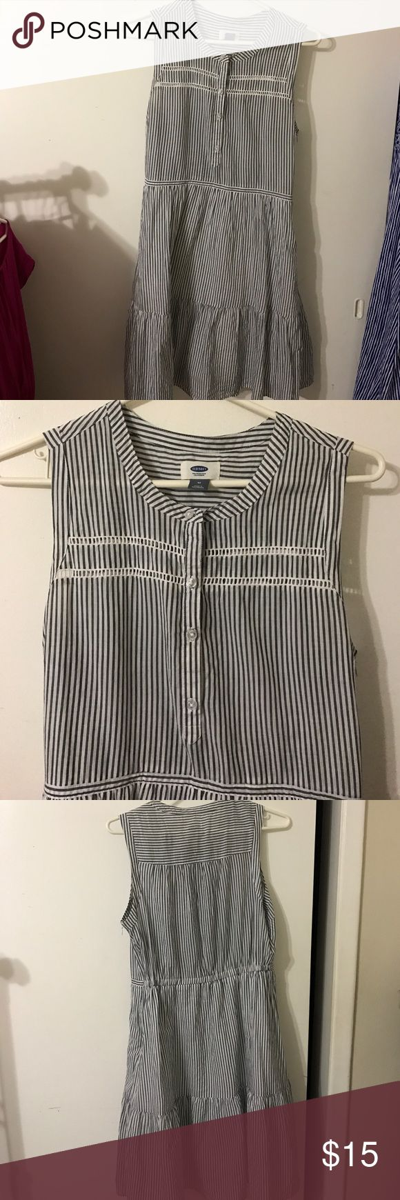 Old Navy Vertical Stripes Dress Lightly worn striped dress. The stripes are kind of gray. Very comfy and suitable for spring/summer! Old Navy Dresses Midi