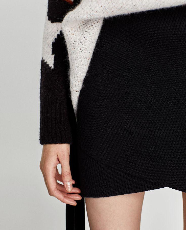 Falda mini asimétrica de Zara