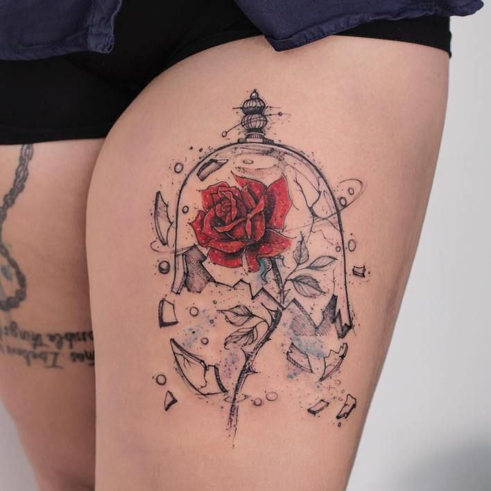 Tatuagem da Rosa da Bela e a Fera da Disney com a redoma quebra - Robson Carvalho / Beauty and the Beast Rose tattoo with broken bell jar by Robson Carvalho