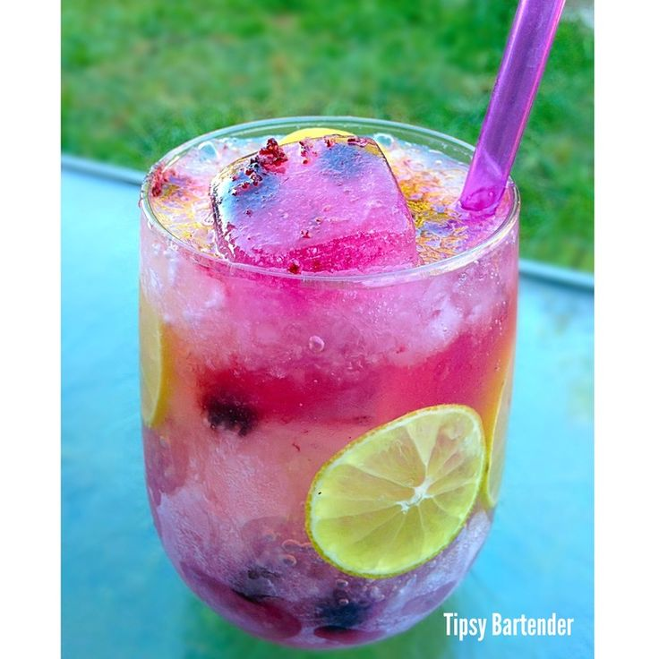 Lulu's Lemons: 1 oz. (30ml) Raspberry Vodka 1 oz. (30ml) Viniq 1/4 oz. (7ml) Fresh Lemon Juice Frozen Blueberries Blueberry infused ice cubes & finely crushed ice . fill with sparkling lemonade