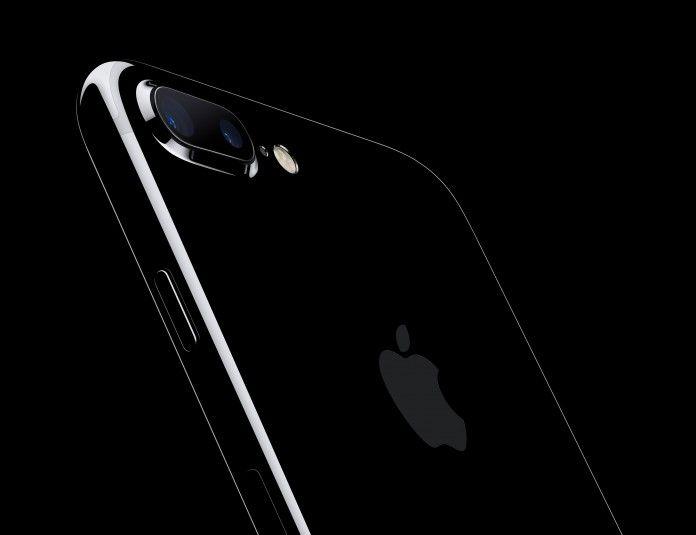 Apple brevetta un sensore di luminosità integrato nel display http://www.sapereweb.it/apple-brevetta-un-sensore-di-luminosita-integrato-nel-display/        iPhone Apple è già al lavoro sulla prossima generazione di iPhone, che sarà quella celebrativa del decennale di iPhone. Pare quasi sicura una riduzione delle cornici sulla parte frontale, grazie anche allettore d'impronte digitali integrato sotto al display. Oggi arriva la notizia che A...