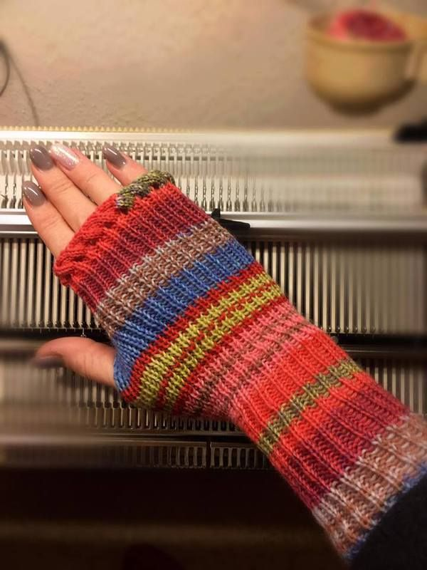 fingerless mitts made on Pfaff/Passap DM80 *pattern for knitting machine*