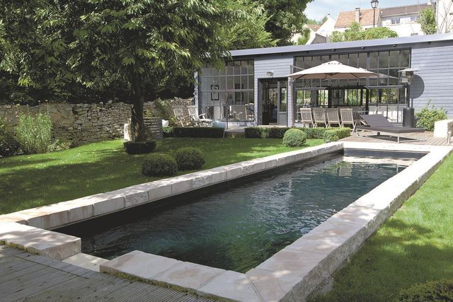 Les 25 meilleures id es de la cat gorie margelle piscine - Margelle piscine noire ...