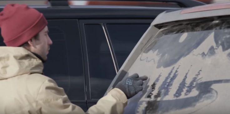 リアウィンドウの汚れを広告媒体に。競合車ドライバーのアテンションを獲得するJeepの試乗招待DM   AdGang