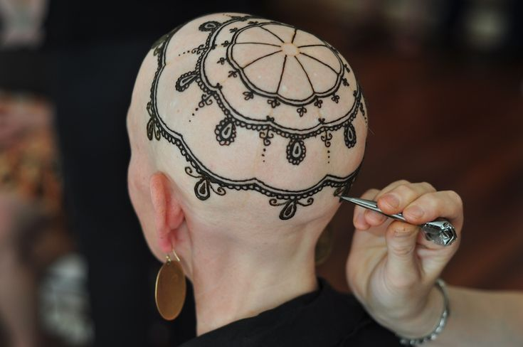 """Henna Heals   a new Toronto team of artists whose exquisite, hand-painted """"henna crowns"""" turn the bald heads of women who have lost their hair to chemotherapy into inspiring works of art."""