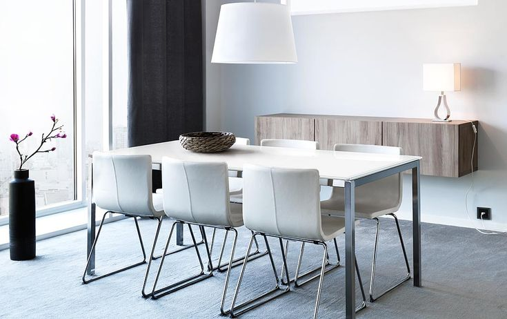 TORSBY table in white glass/chrome-plated seats 4 and BERNHARD white leather chairs with chrome legs