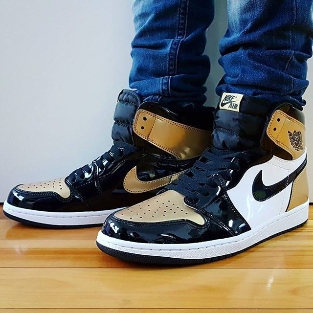 48b34db7d922 Air Jordan 1 retro Gold Toe
