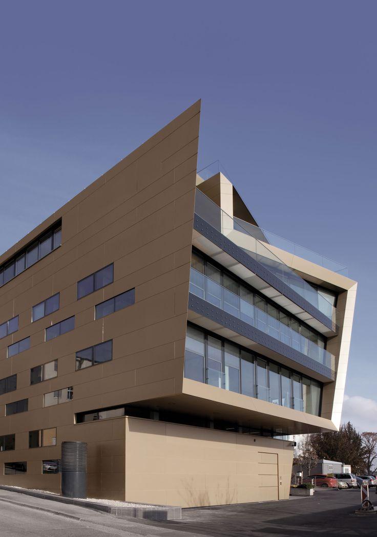 Raiffeisen Finanz Center Burgenland, by PICHLER & TRAUPMANN ARCHITEKTEN ZT GmbH ALUCOBOND®, Gold Metallic